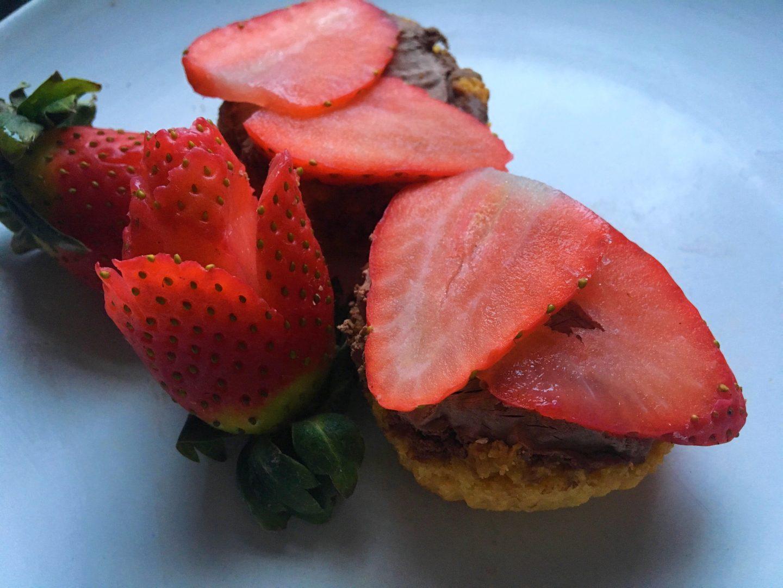 Mini Strawberry and Chocolate Cream Tarts – DIY Recipe